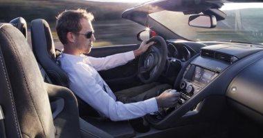 سلى وقتك.. ثلاثة أرباع الرومانيين يستمعون للموسيقى أثناء القيادة