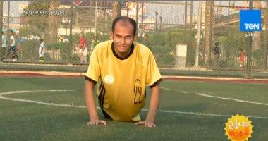 """شاهد.. """"باهر"""" يتحدى إعاقته ويتفوق رياضيا فى كرة القدم والسلة واليد"""
