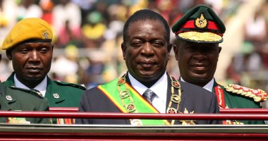 صور.. رئيس زيمبابوى يشهد احتفالات يوم قوات الدفاع بالملعب الوطنى
