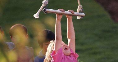 ضعف قوة قبضة اليد لدى طفلك مؤشر لهذه المشاكل الصحية