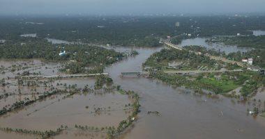 السلطات الهندية تنقل مياه شرب إلى ولاية كيرالا التى اجتاحتها فيضانات عارمة