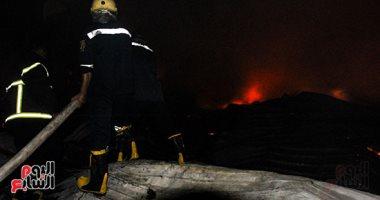 الحماية المدنية تمنع امتداد نيران حريق مصنع إسفنج أبو النمرس لآخر للملابس