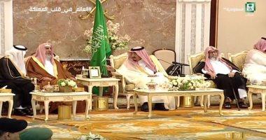 صور.. العاهل السعودى يستقبل مفتى المملكة وقادة القطاعات العسكرية بقصر منى