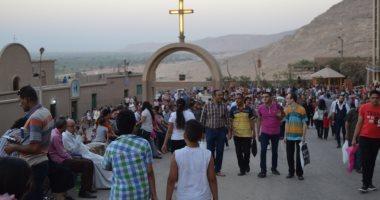صور.. الأقباط يختتمون اليوم احتفالات صيام العذراء بدير درنكة فى أسيوط