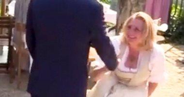 صور.. انحناءة وزيرة خارجية النمسا لبوتين خلال حفل زفافها تثير الغضب