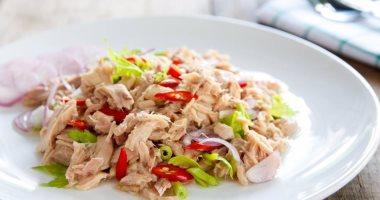 5 مشاكل ممكن تحصلك لو زودت فى أكل التونة