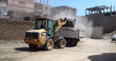 صور رفع 40 طن قمامة ومخلفات صلبة وإزالة 15 حالة تعدى بسوهاج