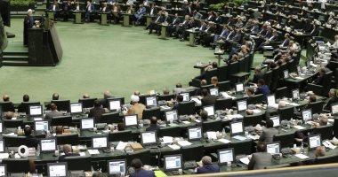 فيديو.. نائبة إيرانية تطالب بابعاد المؤسسات العسكرية عن السياسة وإجراء استفتاء