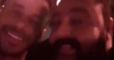 """فيديو.. شيكو وأحمد السعدنى يغنيان مع الهضبة """"معاك قلبى"""" فى زفاف محمد إمام"""