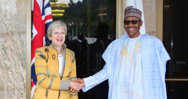 صور.. تيريزا ماى توقع عدة اتفاقيات مع نيجيريا خلال جولتها الأفريقية