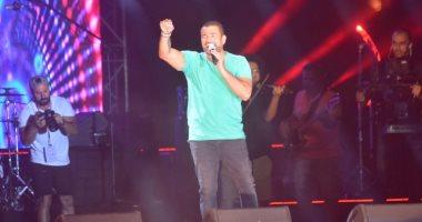 """صور.. عمرو دياب يفتتح حفله فى الساحل الشمالى بأغنية """"الليلة"""""""