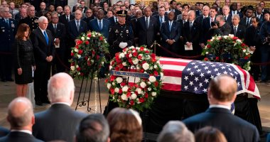 وصول جثمان جون ماكين لمبنى الكونجرس الأمريكى بواشنطن لبدء مراسم التأبين