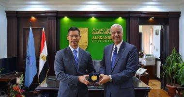 رئيس جامعة الإسكندرية يبحث توطيد التعاون مع الملحق الثقافى الأمريكى