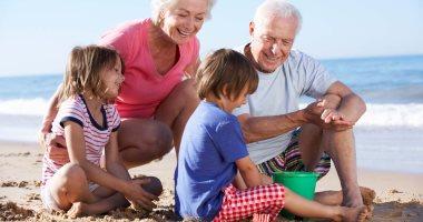 نصائح لصحة كبار السن على شاطئ البحر