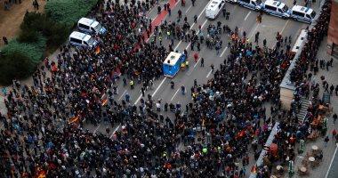 صور.. مظاهرات بمدينة كمينتس الألمانية بعد مقتل ألمانى على يد لاجئين