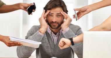 ماتكتمش مشاعرك.. العمل تحت ضغط مع إظهار الرضا يسبب أمراضا نفسية