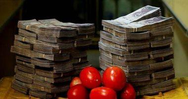 حينما يحتاج التسوق لأكوام نقود صور توضح انهيار البوليفار عملة فنزويلا