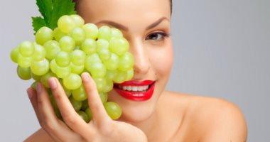 فوائد العنب على صحة الجسم والبشرة