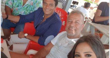 صورة تجمع شريف منير مع بشرى وآسر ياسين ومحمد ممدوح