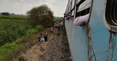 إصابة شاب سقط من القطار أمام قرية أولاد عمرو بمحافظة قنا