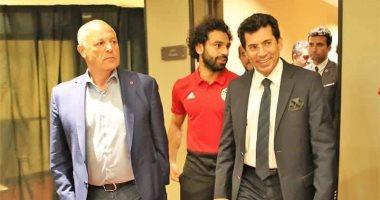 وزير الرياضة يسلم تعهد حكومي لاستضافة بطولة أفريقيا.. ومجاهد يرسله للكاف