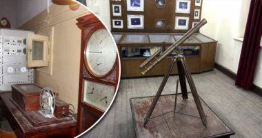 """صور .. متحف """"البحوث الفلكية"""".. تاريخ طويل ومقتنيات أثرية.. تأسس عام 1839 ويضم تليسكوبات وأجهزة قياس نادرة.. وساعة يعود تاريخها لعام 1906 خاصة بضبط الزمن للقطر المصرى.. وأستاذ: لدينا أجزاء حقيقة من نيازك"""