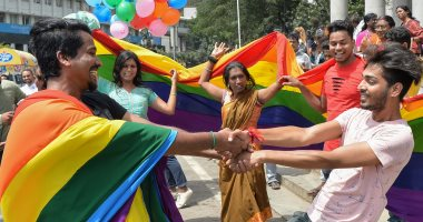 صور.. المثليين يحتفلون بحكم إلغاء الحظر على ممارسة الجنس المثلى بالهند