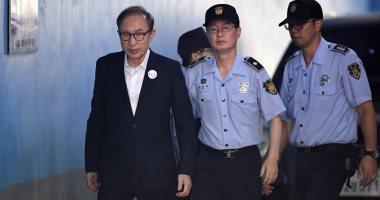 صور.. رئيس كوريا الجنوبية الأسبق يمثل أمام المحكمة بتهم فساد