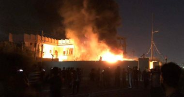 فيديو.. متظاهرو البصرة يحرقون المجلس الأعلى فى المحافظة