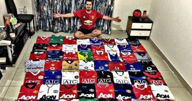 أخبار مانشستر يونايتد اليوم عن الاحتفال بمشجع يمتلك 150 قميصا للشياطين