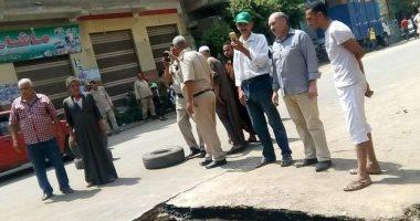 صور.. انفجار بخط المياه الرئيسى بقرية الدير بالخانكة ومجلس المدينة يسيطر عليها