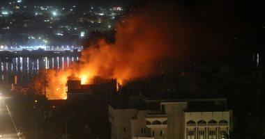 صور.. المحتجون يحرقون مقار أحزاب سياسية فى أحداث عنف لليلة الرابعة بالبصرة