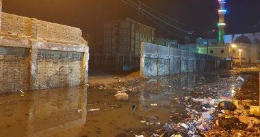 قارئ يشكو من غرق شوارع قرية أبو على بمياه الصرف الصحى