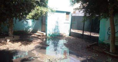 مياه الصرف الصحى تحاصر مدرسة بالمحلة والأهالى تستغيث قبل بداية العام الدراسى