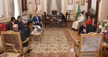رئيس جامعة القاهرة يلتقى وفدًا من الجامعة الأهلية بالبحرين لبحث التعاون