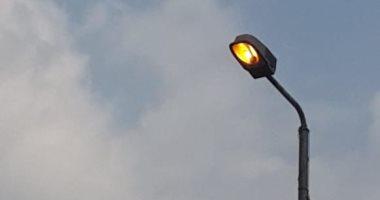 أعمدة الإنارة مضاءة نهارا بشارع سعد زغلول بمنيا القمح فى الشرقية