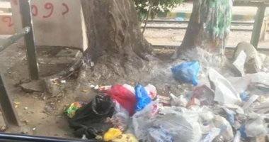 قارئة تشكو انتشار القمامة على رصيف محطة ترام سبورتنج بالإسكندرية