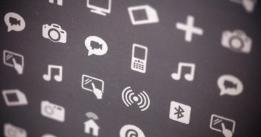 تطبيقات أيفون الشهيرة تتجسس على المستخدمين وتبيع بياناتهم للمعلنين