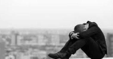 كيف تدعم صديقك نفسيا حال اكتشفك تفكيره فى الانتحار؟.. استشارى نفسى يجيب
