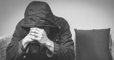 كيف تتأثر صحة الرجل بوفاة الزوجة؟ استشارى يجيب