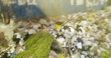 شكوى من تراكم القمامة غرب السكة الحديد بعين شمس