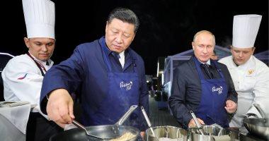 طباخ بدرجة رئيس شاهد مهارات فلاديمير بوتين فى طهى وتجهيز الطعام