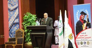 رئيس جامعة الأزهر يحتفل بتكريم الطلاب المتفوقين