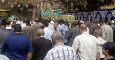 صور... أهالى قرية ميت أبو الكوم بالمنوفية يشيعون جثمان شقيقة الرئيس السادات