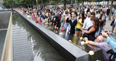 الأمريكيون يحيون الذكرى السابعة عشر لأحداث 11 سبتمبر  بالورود