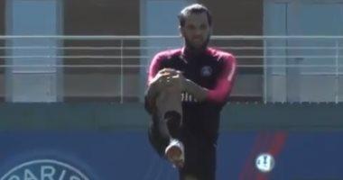 دانى ألفيس يعود لتدريبات سان جيرمان بعد التعافي من الرباط الصليبى