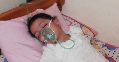 """فيديو وصور.. مأساة الطفلة """"سما"""" تحتاج لإجراء زراعة كبد لإنقاذها من الموت"""