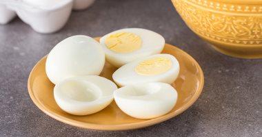 فوائد بياض البيض منها بناء العضلات والشعور بالشبع