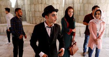 """""""شارلى شابلن"""" الأفغانى يواجه الإرهاب بالكوميديا"""