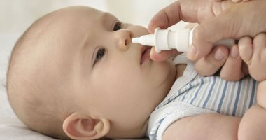 تعرفى على فوائد تنظيف أنف طفلك ببخاخة مياه البحر وقاية وعلاج